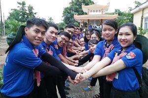 Bí thư thứ nhất Trung ương Đoàn thăm sinh viên tình nguyện Bạc Liêu và Đồng Tháp