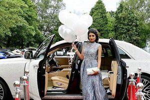 Nữ sinh chịu chơi thuê hẳn siêu phẩm Rolls-Royce Ghost đính 4 triệu viên pha lê đến lễ tốt nghiệp