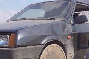 Chuyện gì sẽ xảy ra khi bánh xe ô tô được thay bằng… nắp hố ga?