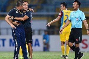 Mất ngôi đầu bảng, Hà Nội FC còn nhận án phạt kép