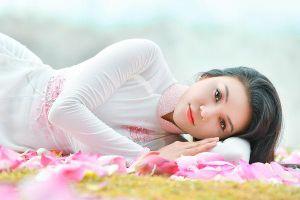 'Nữ xạ thủ xinh đẹp nhất Việt Nam' khoe nét duyên dịu dàng với quốc hoa