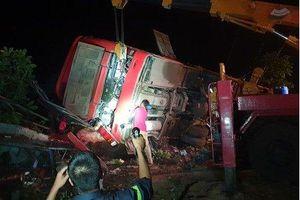 Xe khách bị lật ở Đắk Lắk, 11 người thương vong