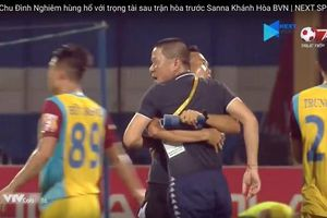 Đòi 'xử đẹp' trọng tài, HLV trưởng CLB Hà Nội sắp ngậm 'quả đắng'