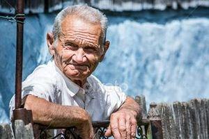 Romania: Tăng lương hưu lên 70%