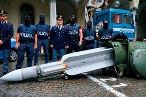 Cảnh sát thu giữ tên lửa không đối không từ nhóm cực hữu
