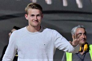 De Ligt gửi lời chào đến cổ động viên Juventus