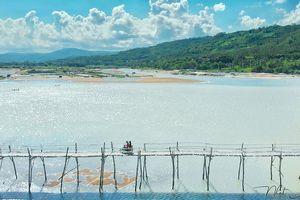 Trải nghiệm đi xe máy trên cầu gỗ dài nhất Việt Nam