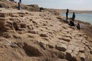 Hồ cạn nước lộ bí mật cung điện bí hiểm ở Iraq