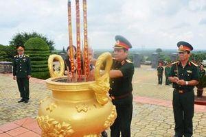 Thượng tướng Lê Chiêm dâng hương tại Nghĩa trang liệt sĩ tỉnh Bình Phước