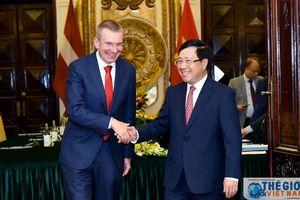 Phó Thủ tướng Phạm Bình Minh đón, hội đàm với Bộ trưởng Ngoại giao Latvia