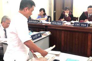 Họa sĩ Lê Linh 12 năm ròng rã theo kiện 'Thần đồng đất Việt' để 'cha con về một nhà'