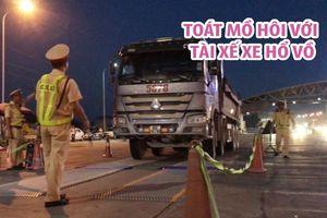 CSGT toát mồ hôi với tài xế xe ben Hổ Vồ chở quá tải 93%