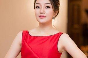 Phạm Thu Hà nhẹ nhàng hát tình ca với 'Chạm'