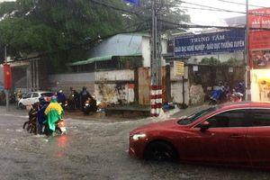 Ảnh hưởng bão Danas, nhiều tuyến đường TP.HCM biến thành sông