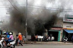 Quán cơm ở Sài Gòn phát nổ, cụ ông 70 tuổi bị kẹt trong đám cháy