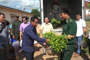 Bản làng Việt, Lào thêm ấm no, ổn định nhờ kết nghĩa vùng biên