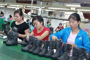 Luật Lao động sửa đổi: Tăng giờ làm thêm, tiền lương cũng cần tăng lũy tiến