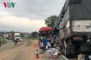 Xe khách đối đầu xe tải, Quốc lộ 1A tê liệt nhiều giờ