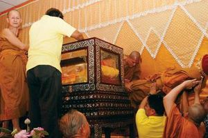 Bí ẩn bất hoại của thi hài hòa thượng 101 tuổi ở Thái Lan