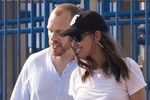 Irina Shayk thân mật bên trai lạ hậu chia tay Bradley Cooper
