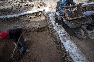Làm đường, đào trúng 'thành phố ma' đầy mộ cổ và vũ khí