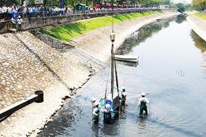 Nước hồ Tây cuốn trôi hết vi sinh vật làm sạch sông Tô Lịch