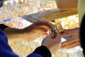 Vàng nhảy vọt lên 39,5 triệu đồng mỗi lượng