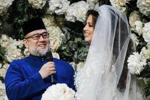 Khoảnh khắc tình tứ giữa người đẹp Nga với cựu vương Malaysia