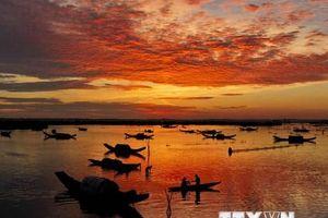 Binh minh của những ngư dân trên đầm phá Tam Giang