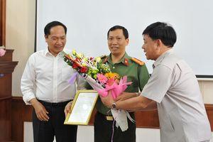 Trao thư khen của Phó Thủ tướng Trương Hòa Bình cho Công an Đắk Nông