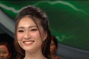 Bạn gái Quang Hải và người yêu Văn Đức tham gia showbiz