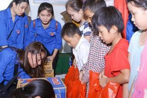 Mang sức trẻ giúp đồng bào dân tộc tỉnh Nghệ An