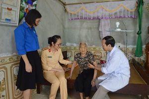 Thăm hỏi, tặng quà, khám chữa bệnh cho các Mẹ Việt Nam Anh hùng
