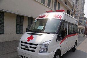 Xe cứu thương bỏ bệnh nhân giữa đường để đi đăng kiểm