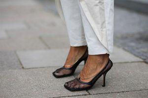 Giày mũi vuông trở lại, 'thống lĩnh' xu hướng thời trang đường phố