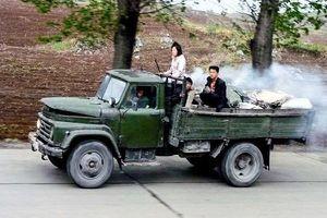 'Soi' xe ôtô chạy bằng than củi lăn bánh tại Triều Tiên