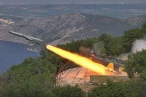 Xem tàu khu trục Nga bắn tên lửa Utes tại Crimea