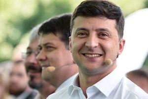 Tổng thống Ukraine mặc quần bơi xuất hiện trước công chúng: 'Muốn được gần gũi hơn'