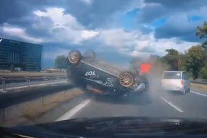 Pha đánh lái 'thần sầu' tránh tai nạn liên hoàn