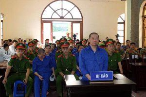 Dàn cán bộ dính vụ tái định cư thủy điện Sơn La dắt nhau hầu tòa
