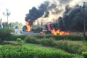 Xe bồn và xe ben tông nhau rồi bốc cháy dữ dội, hai người tử nạn