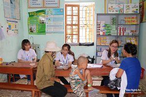 Hơn 700 người dân được khám, phát thuốc miễn phí ở Thanh Chương