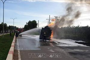 Xe ben chở cát đâm xe bồn chở dầu, 2 người tử vong