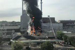 Nổ trạm biến áp gây hỏa hoạn tại Mỹ