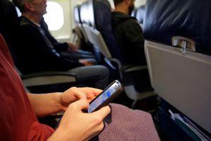 Điện thoại di động có thể làm rơi máy bay Boeing 737 và 777