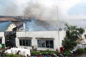 Cháy nhà xưởng sản xuất mút xốp, màng nhựa ở Bình Dương