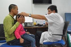 Khoảng 3 triệu trẻ em cần phải đeo kính điều chỉnh tật khúc xạ