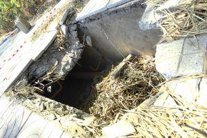 Gạch lát hệ thống cáp ngầm bị sụp gãy, bể vỡ