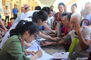 Thăm hỏi, tặng quà các thương bệnh binh ở các địa phương