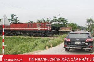 Phớt lờ cảnh báo, tai nạn giao thông đường sắt ở Hà Tĩnh luôn 'rình rập'!